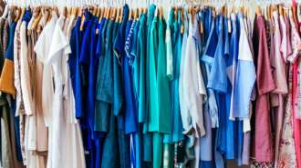 Ministra espanhola propõe cobrar taxas para experimentar roupas