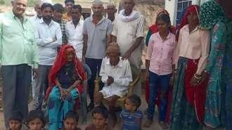 Indiano de 95 anos acorda no meio do próprio funeral