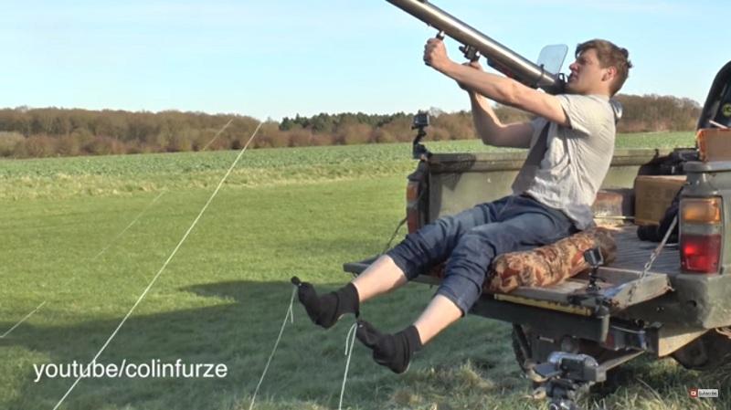 Já pensou em remover suas meias usando uma bazooka?