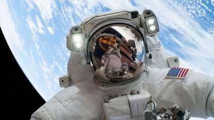 Por que o astronautas não devem vomitar no espaço?