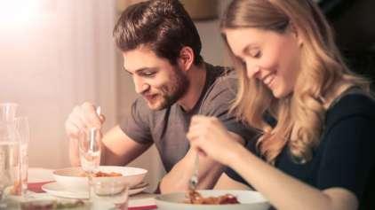 Não é impressão: As pessoas engordam quando começam a namorar