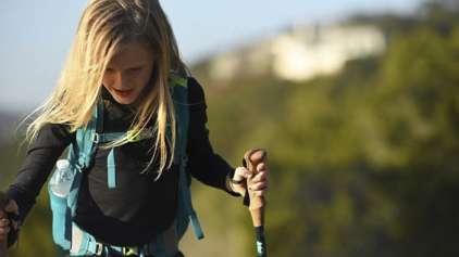Garota quebra recorde ao subir montanha por motivo emocionante