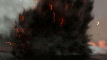 Vídeo mostra momento que barco é atingido por bola de lava