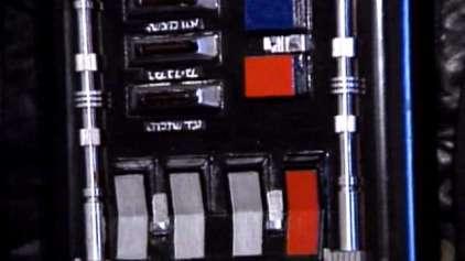 Para que servem os botões no peito de Darth Vader?