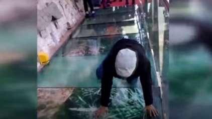 Pegadinha em ponte de vidro quase mata turistas do coração