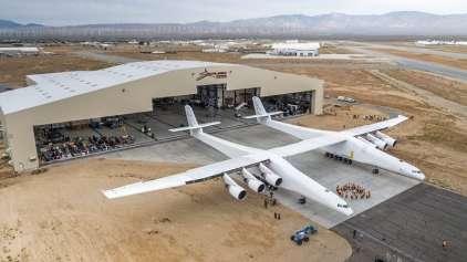 O maior avião do mundo saiu do hangar pela primeira vez