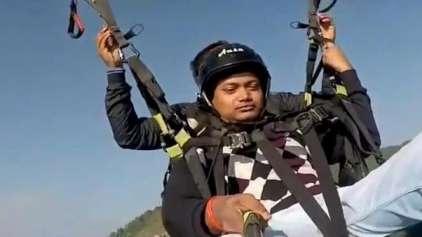 Vídeo mostra paraquedista salvando a vida de passageiro em queda