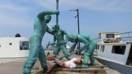 9 maneiras divertidas para tirar fotos com estátuas