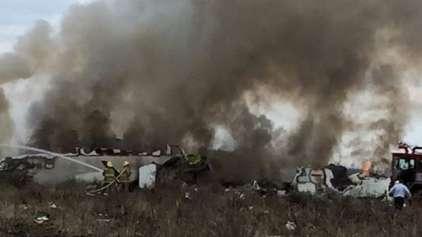Avião com 103 passageiros cai e todos os 103 sobrevivem
