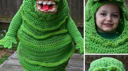 Mulher faz incriveis fantasias de crochê para os filhos