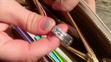 Carteira perdida com um anel dentro muda três vidas para sempre