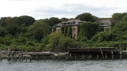 """Conheça a """"ilha assombrada"""" de NY e a sua mais famosa moradora"""