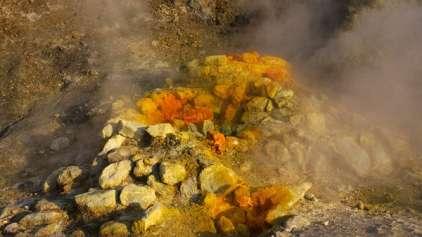 Família morre ao cair em cratera vulcânica na Itália