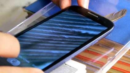 Aprenda a fazer um microscópio com um celular e uma webcam