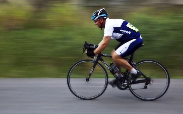 Homem pedala 650km para ir até corrida de 100km e ganhar
