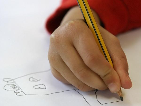 As crianças de hoje não têm mais força para usar um lápis
