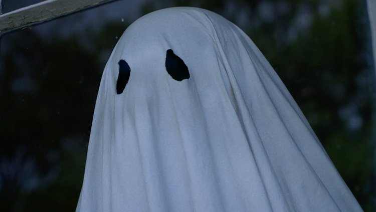 Homem acredita que filmou fantasma em babá eletrônica