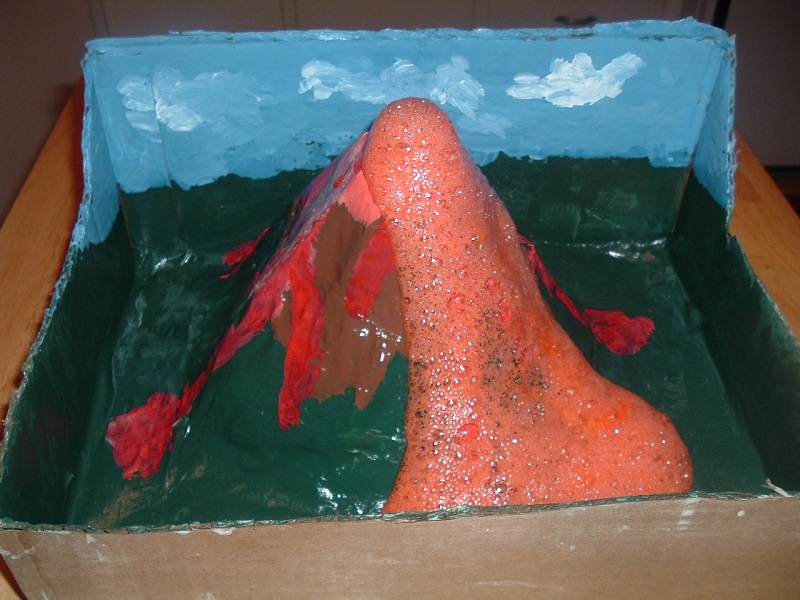 Experimento com vulcão de papel acaba em desastre na Índia