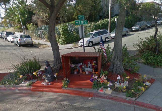 Homem acaba com crime em seu bairro usando uma estátua de Buda