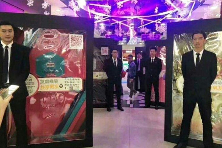 Shoppings da China estão alugando namorados para clientes