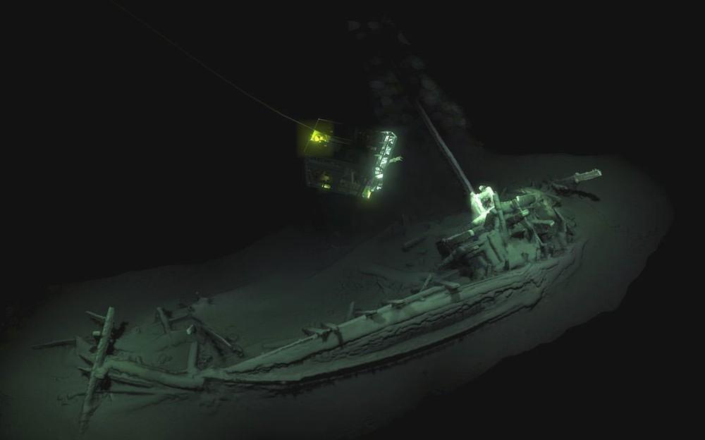 Navio grego de 2,4 mil anos é encontrado intacto no Mar Negro