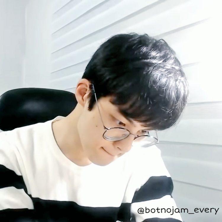 Coreano fica famoso no Youtube postando vídeos enquanto estuda