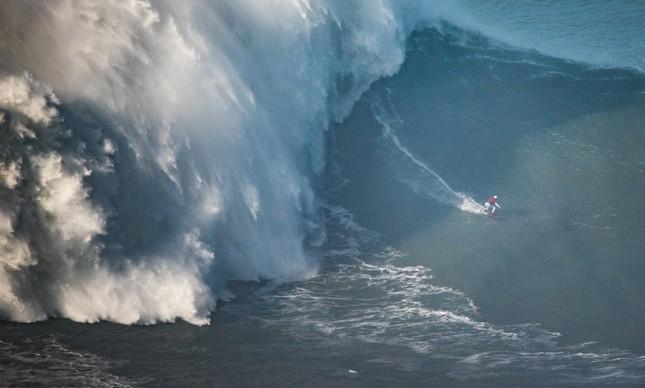 Brasileira também entra para o Guinness pela maior onda Surfada