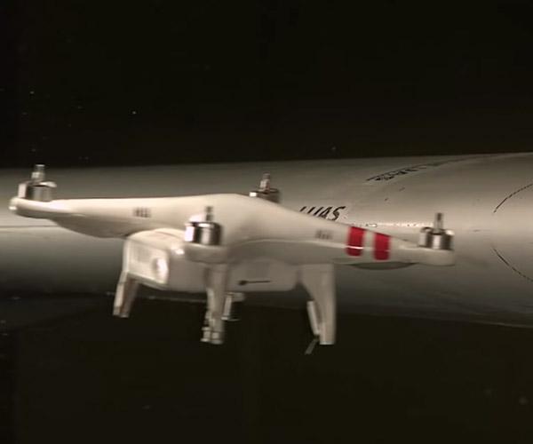 Veja o que acontece quando um drone atinge um avião