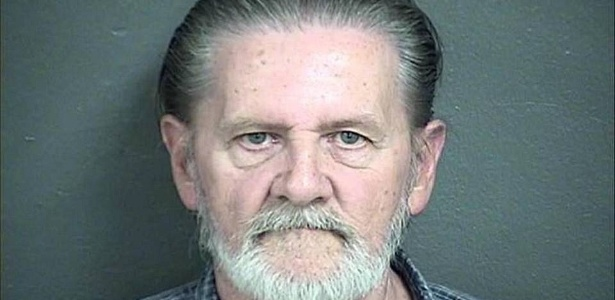 Homem rouba banco para se livrar da mulher