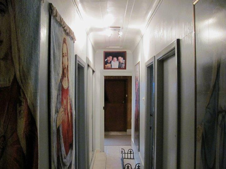 Casa milagrosa de Sydney derrama óleo pelas paredes e cura fiéis