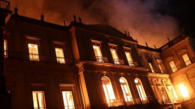 Museu em chamas!